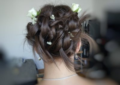 coiffure mariage fleur derriere1